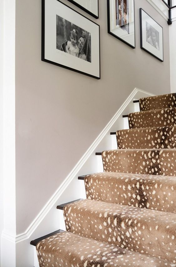 A waterfall installation of an Antelope style stair runner.